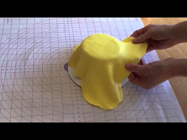 How to Make A Poinsettia Cake Part One: Covering the Cake With Rolled Fondant