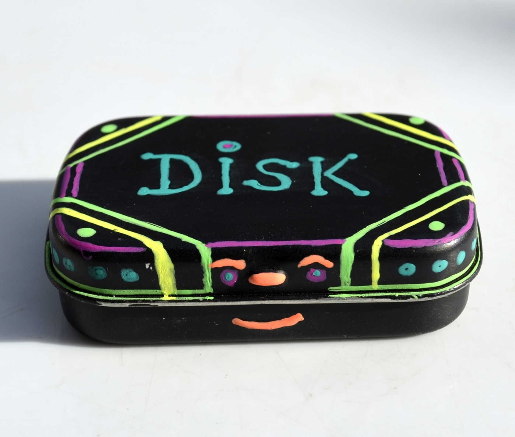 DIY: Make & Paint an SD Memory Card Disk Box using Altoids Smalls : Micro Disks, DSLR,