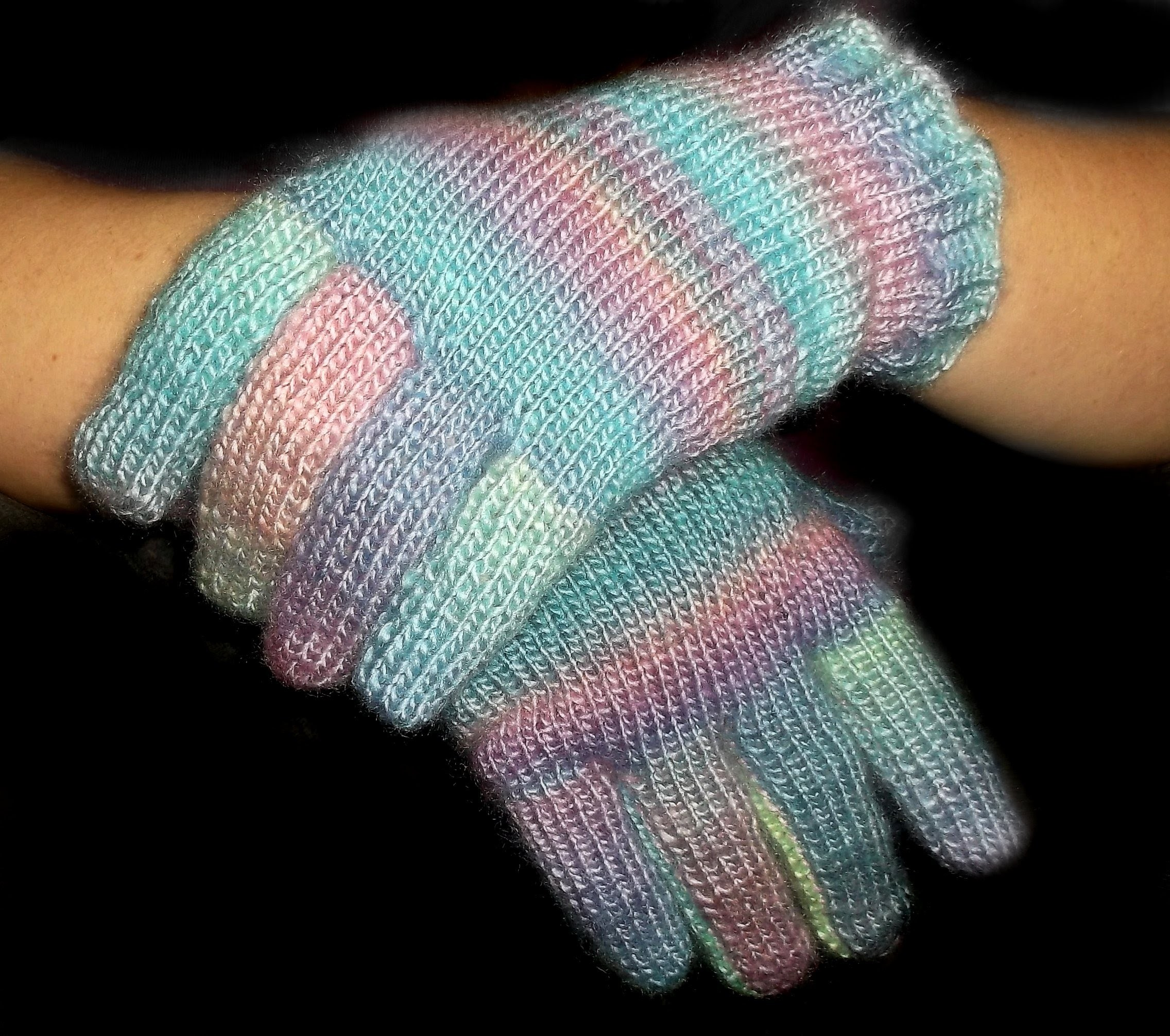 How to Loom Knit Gloves Fine Gauge