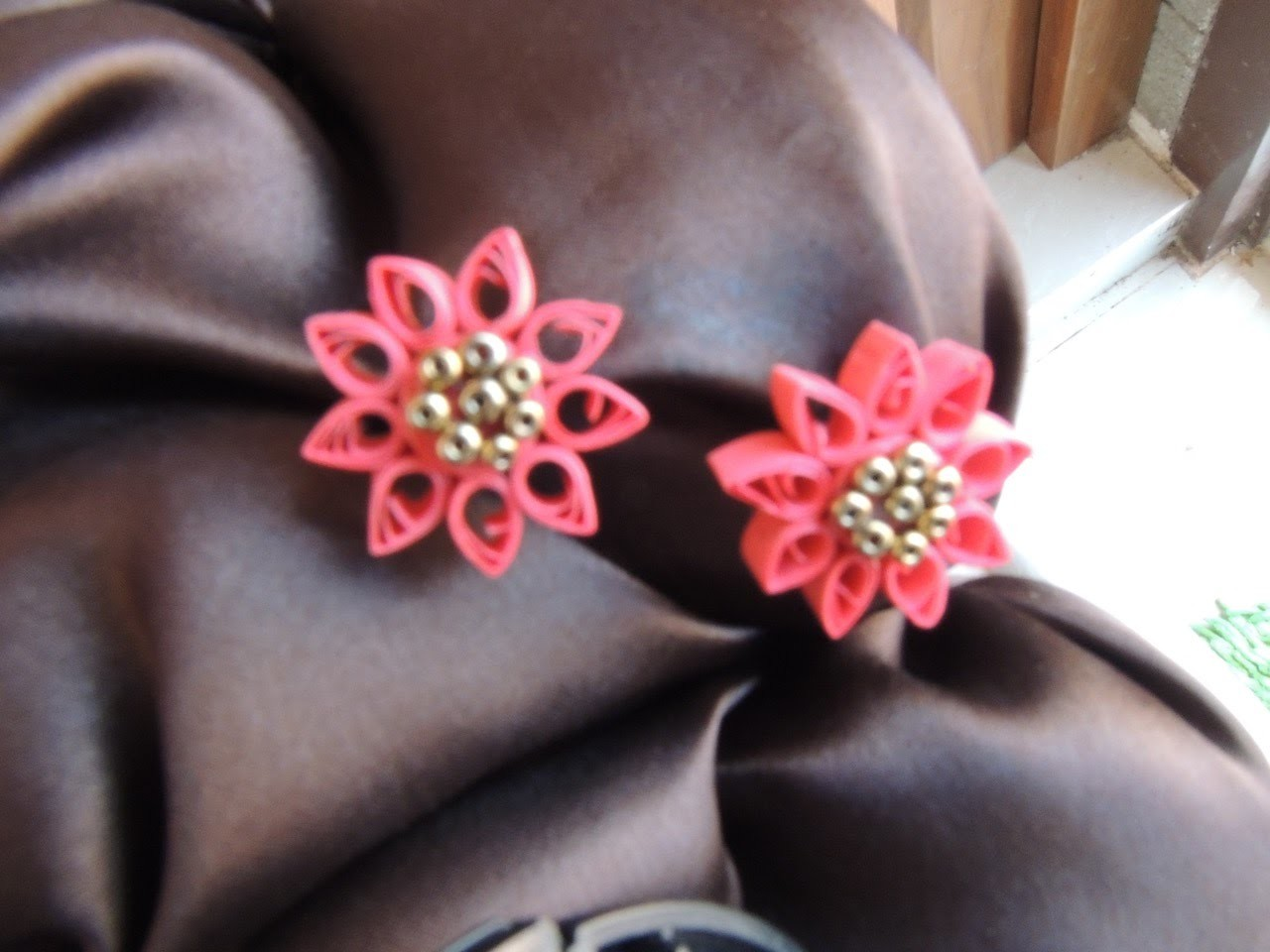 Simple Quilling Lilly Earring Tutorial