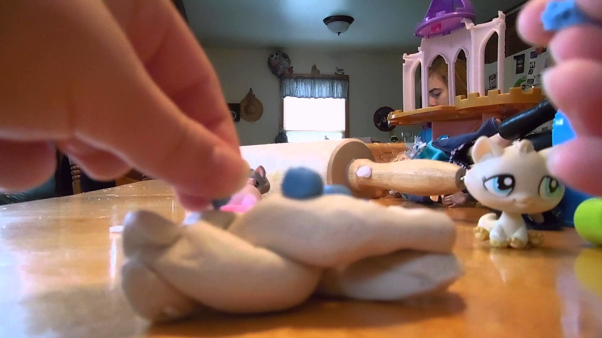 Frozen Inspired Play-Doh LPS DIY