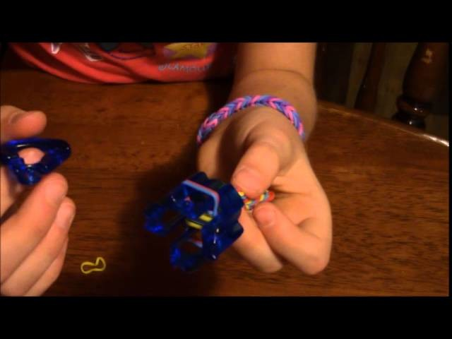 How to Make a Finger Loom Fish Tail Bracelet Tutorial