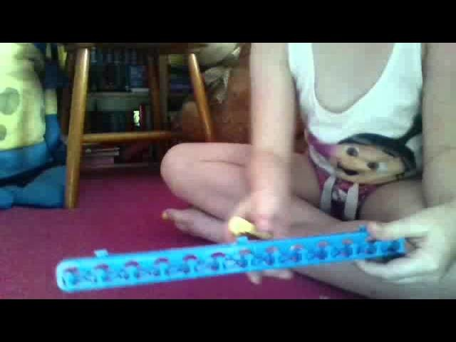 Loom band tutorial: singular bracelet