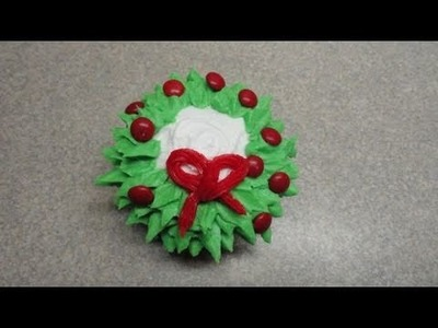 Decorating cupcakes #23: Christmas Wreath