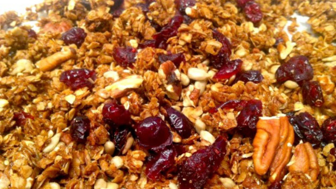 Make This Chunky Homemade Granola - DIY Food & Drinks - Guidecentral