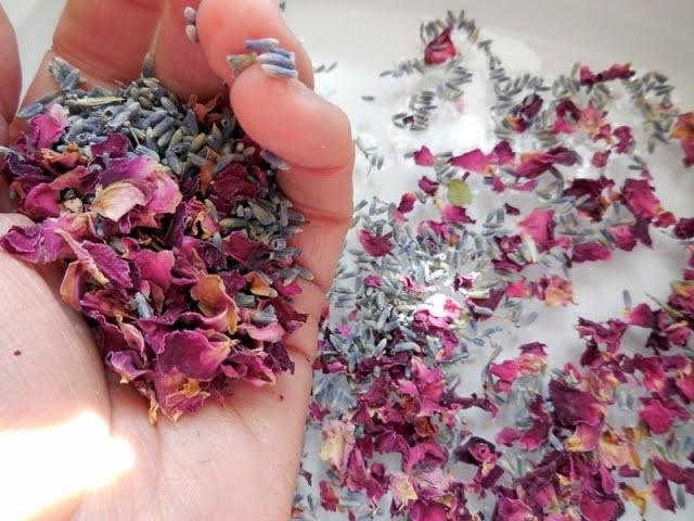 How to Make Rose Petal Bath Salts - 5 Easy Steps