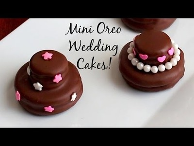 Mini Oreo Wedding Cookie Cakes - DIY Wedding Favors