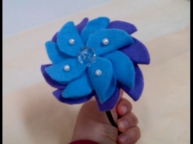 How to make a Pretty Felt Flower Hair Accessory + Tutorial .