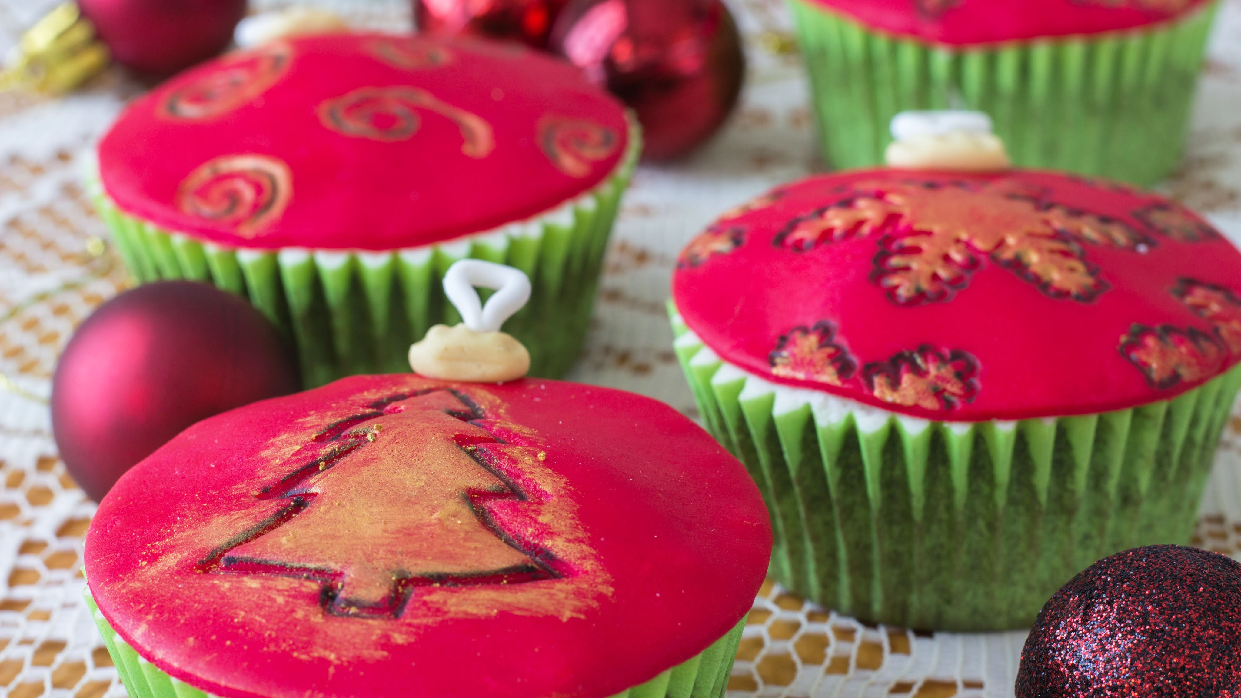 How to make Christmas Cupcake Baubles, Cake Decorating | HappyFoods