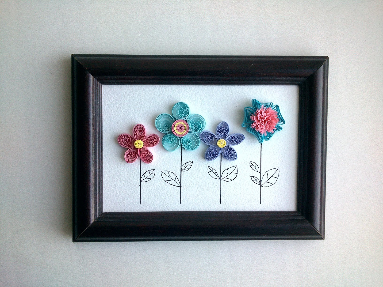 Paper Quilling Design: How to make quilling wall decor with a quilling flowers .