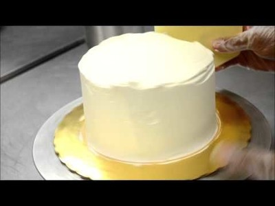 How to frost a Buttercream Cake in Less Then a Minute