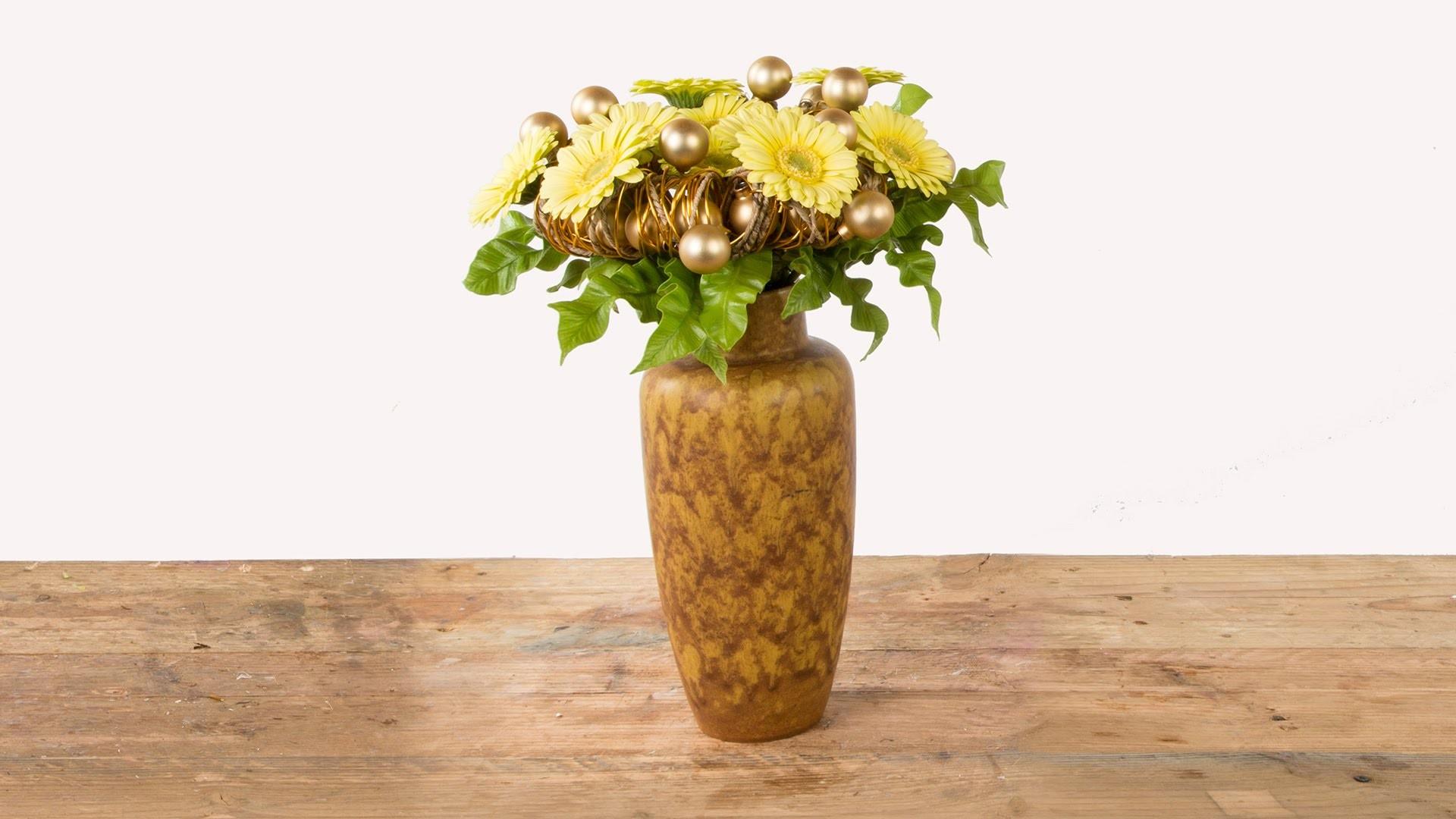 X-Mass Bouquet | Flower Factor How To | Flower Arrangement