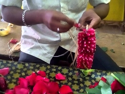 Make a rose petals garland working