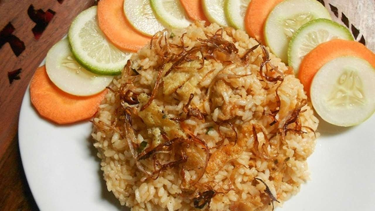 How To Make Tasty Indonesian Nasi Goreng - DIY Food & Drinks Tutorial - Guidecentral