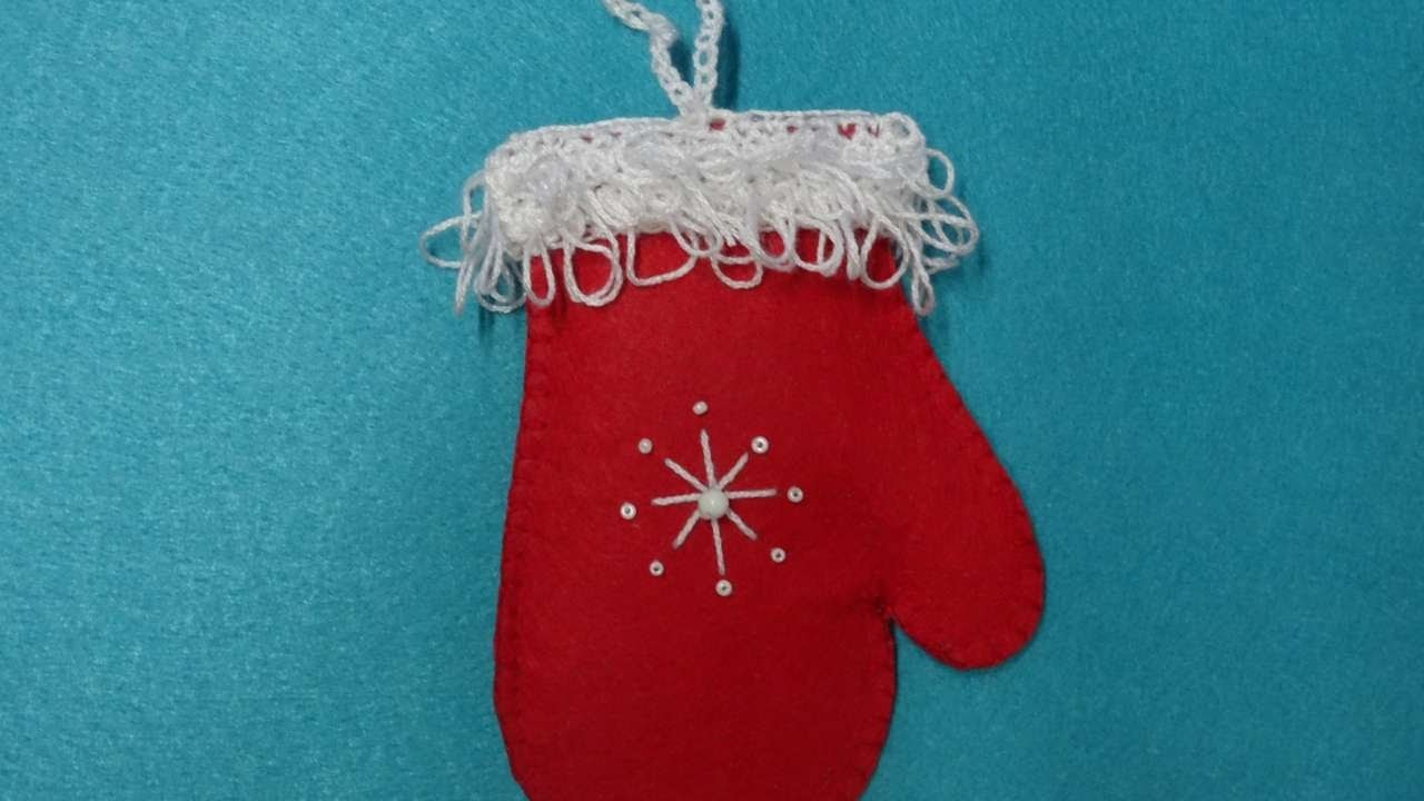 How To Make A Christmas Tree Mitten - DIY Crafts Tutorial - Guidecentral