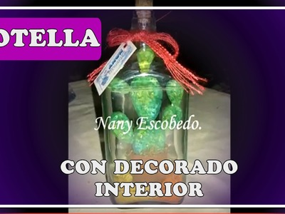 Botella con decorado interior