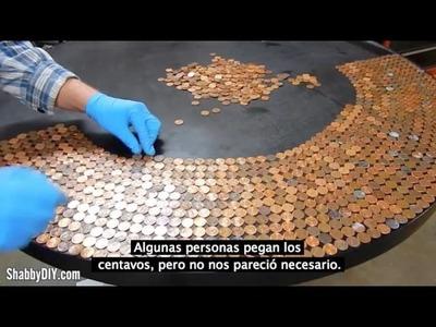 Mesa decorada con centavos