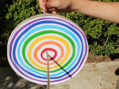 Easy craft: How to make a rainbow disc spinner