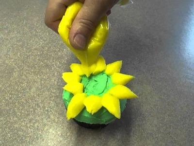 Decorating Cupcakes #54:  Simple Sunflower