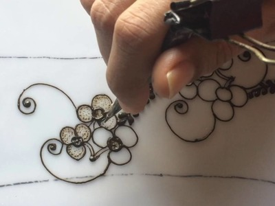 Tutorial 16 :How to draw vines and simple gulf style henna mehendi design