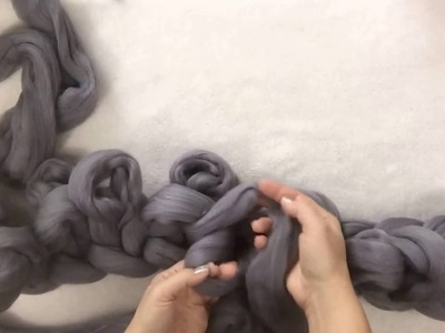 How to arm knit.Hand knit a super chunky Merino wool blanket. Ribbing Knitting with BeCozi