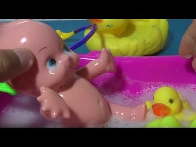 Baby Doll Bathtime Nenuco Baby very cute How to Bath a Baby Toy Videos lesson 1