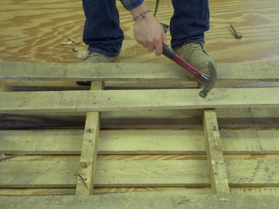 How to EASILY and QUICKLY take apart a pallet!