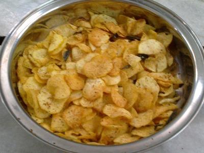 Crispy Potato Chips Recipe- Homemade Potato Chips - Urulai Kizhangu Chips By Healthy Food Kitchen