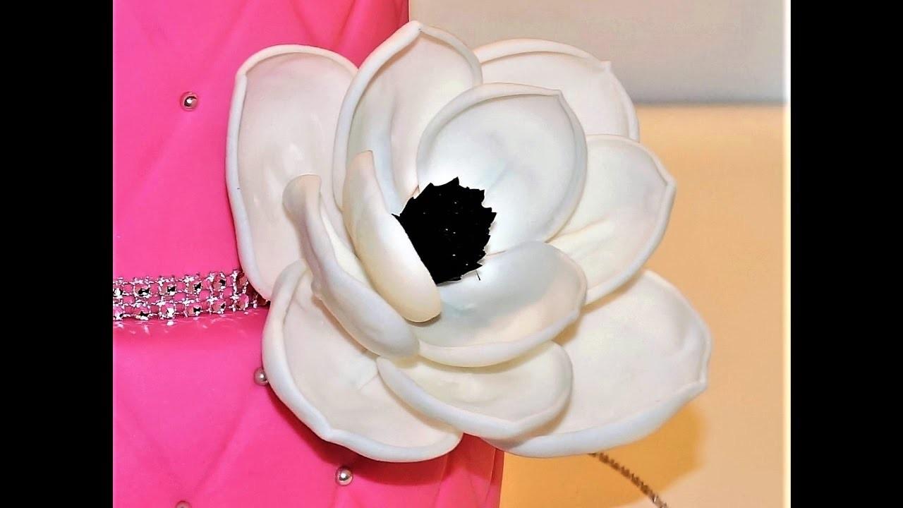 Cake decorating tutorials - how to make a fondant magnolia flower - Sugarella Sweets
