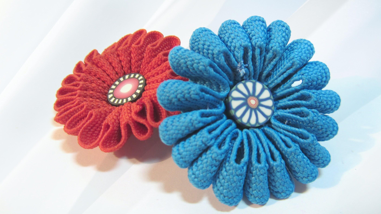 Cómo hacer flores de cinta. How to make ribbon flowers.