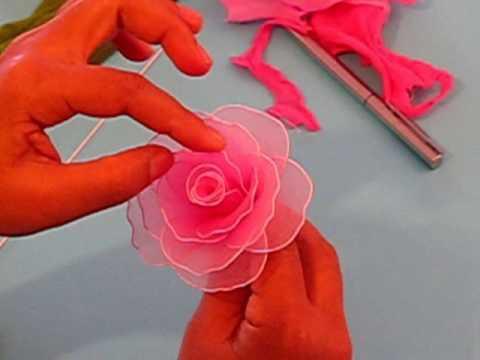Fabrication d'une rose en collant. Nylon Rose