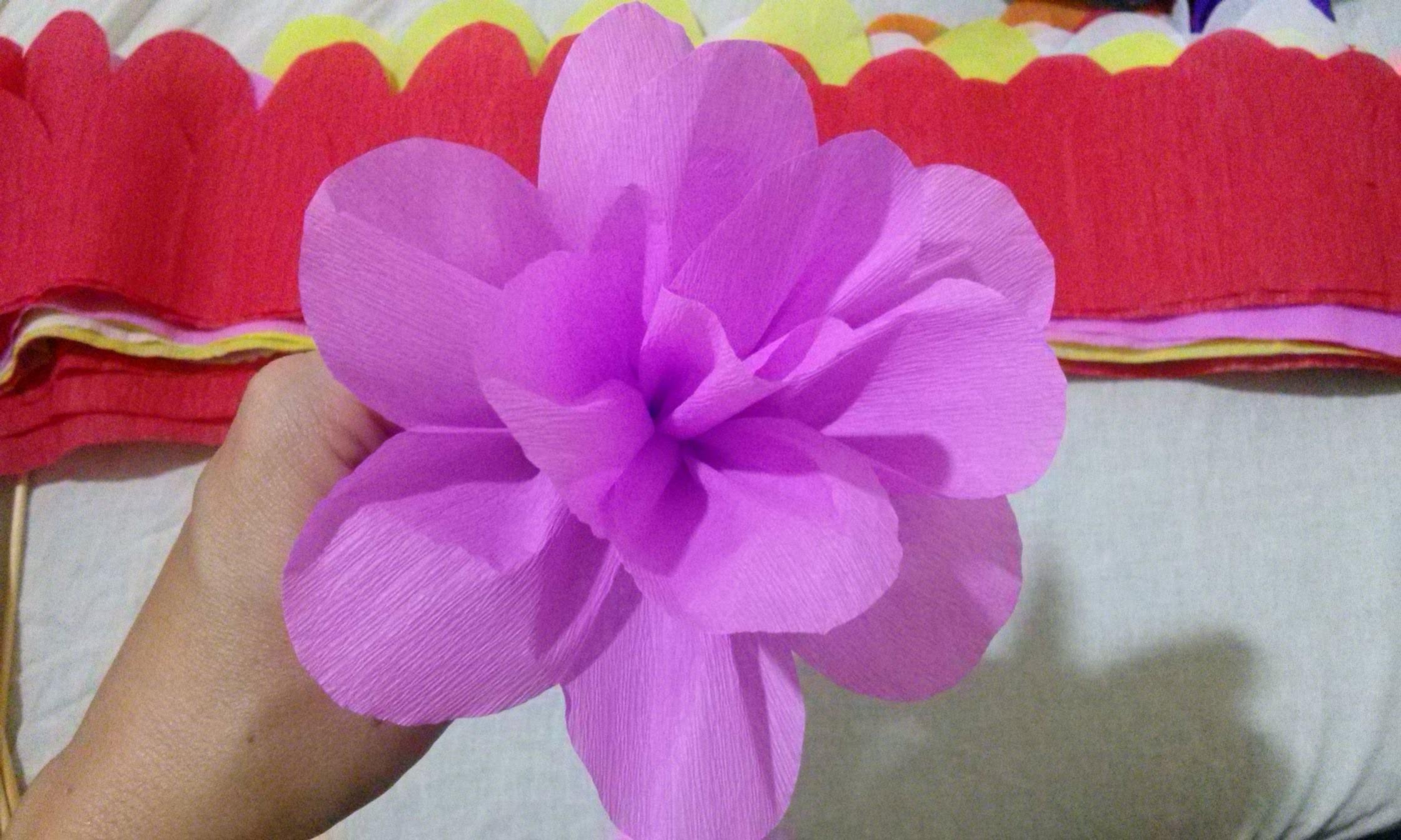 Flor de papel crepom - Paper Crepe Flower