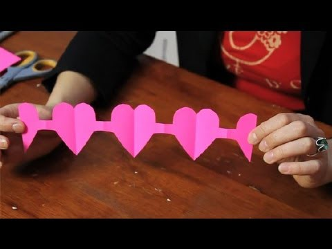 Tutorial for a Paper Heart Chain : Valentine's Day Crafts