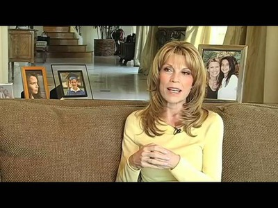 Lion Brand Vanna White How She Learned To Crochet.flv