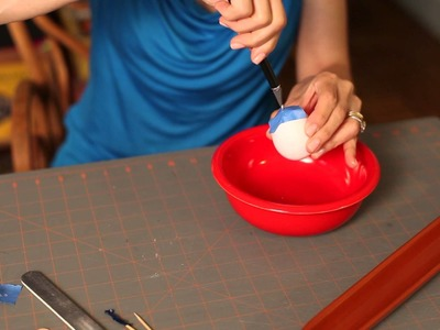 How to Poke a Hole in an Egg : DIY Crafts
