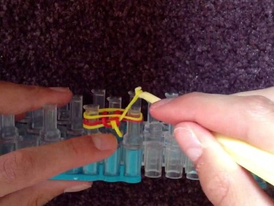 Tutorial: How to Make a Rubber Band Fishtail Bracelet With the Rainbow Loom
