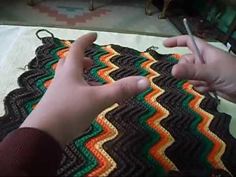 شرح شنطة كروشيه بغرزة الزجزاج مع أم القمرين جزء 1 how to crochet a hand bag