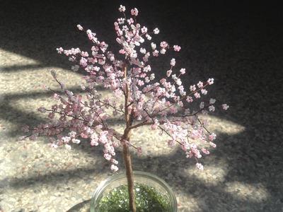 Sakura. Die japanische Kirschblüte. Bäume aus Perlen.