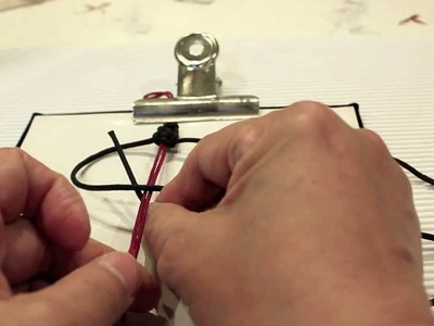 DIY tips : How to make the square knots (for friendship bracelets) by Lynn