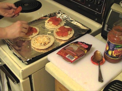 How To Make Delicious Mini Pizzas in 5 Minutes