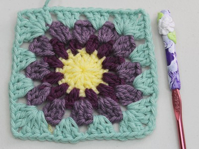 #Crochet granny square with round center