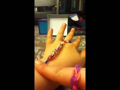 How to make a loom hand glove.chain