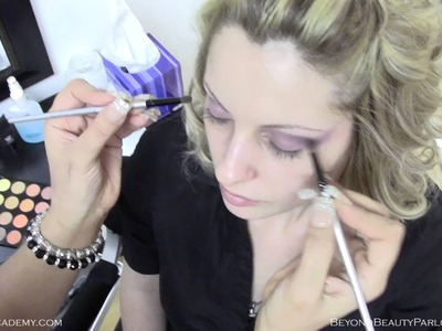 Make-up on Model with Both Hands at the Same Time