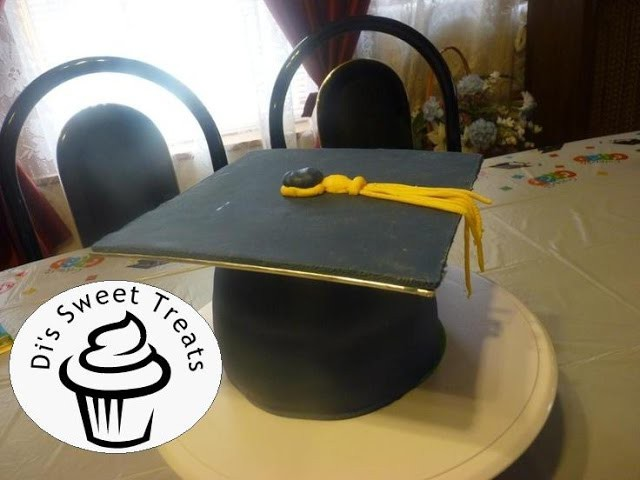 Graduation Cap Cake- Di's Sweet Treats