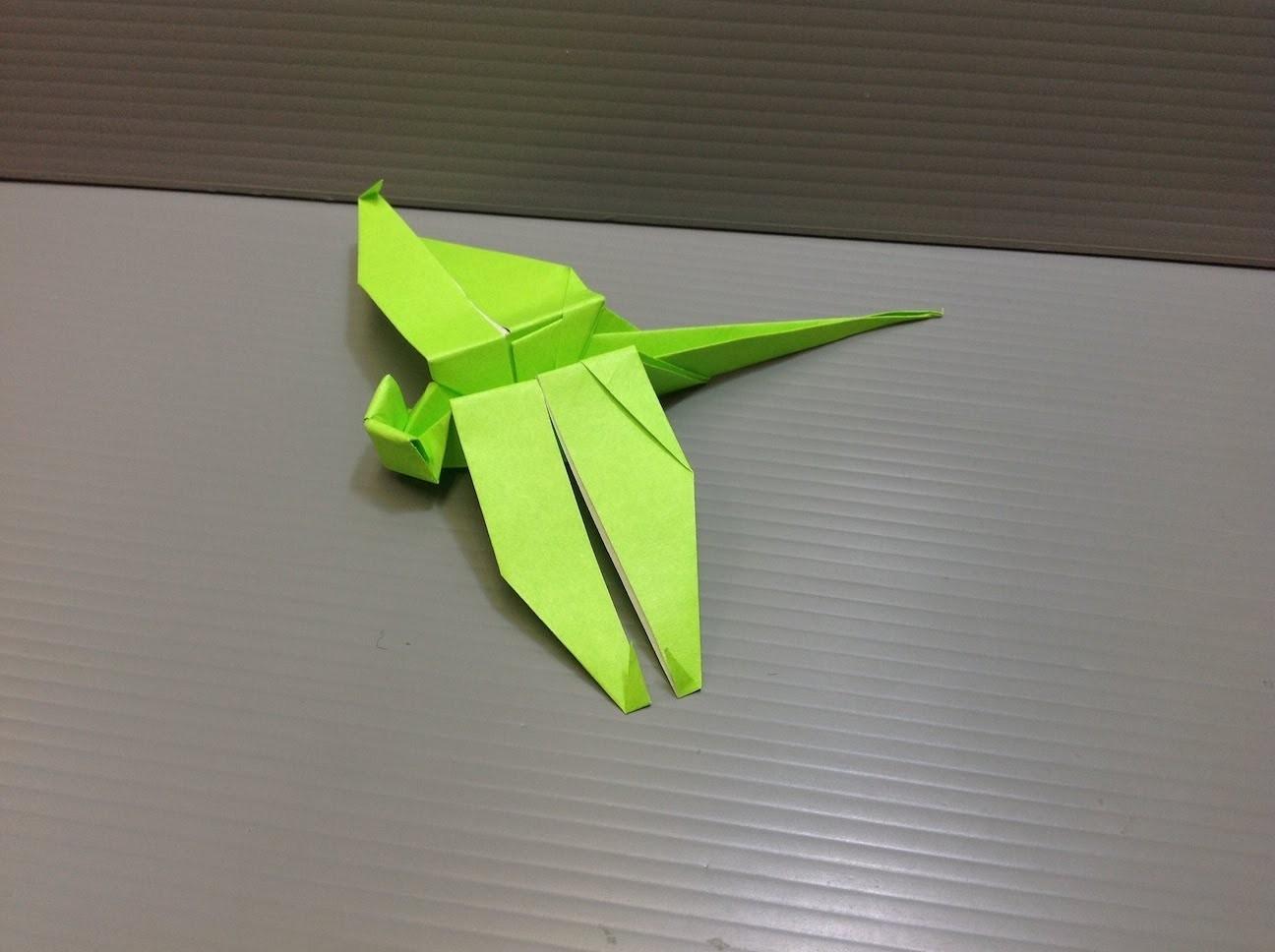 Стрекоза из цветной бумаги оригами