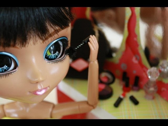 How to Make Doll Make-Up