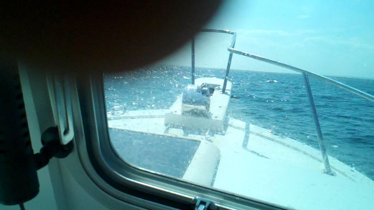 Steiger craft 21 in 3 to 5 ft waves.3gp