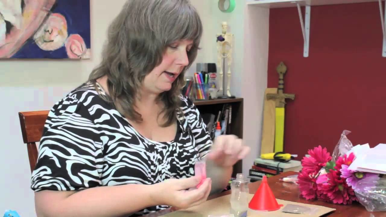How to Decorate Bottles With Sand : Summer Crafts