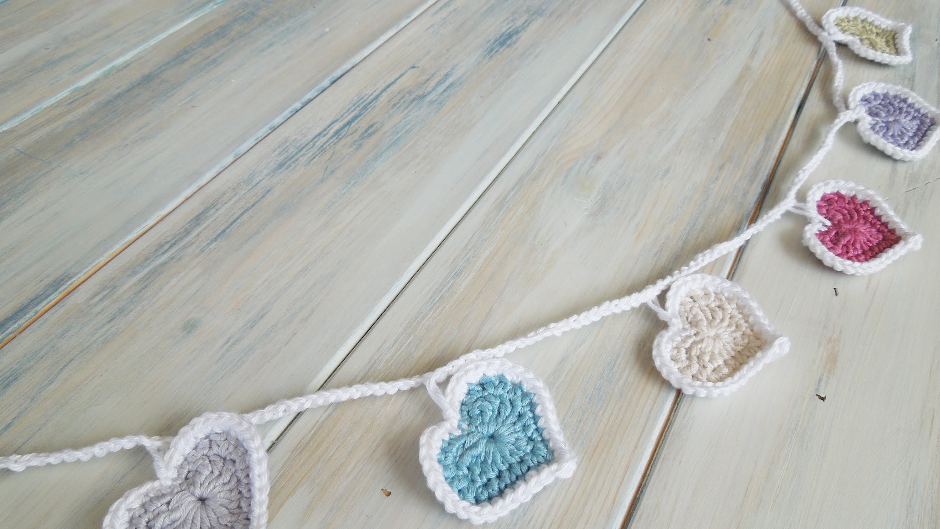 (Crochet) How To - Crochet Heart Bunting