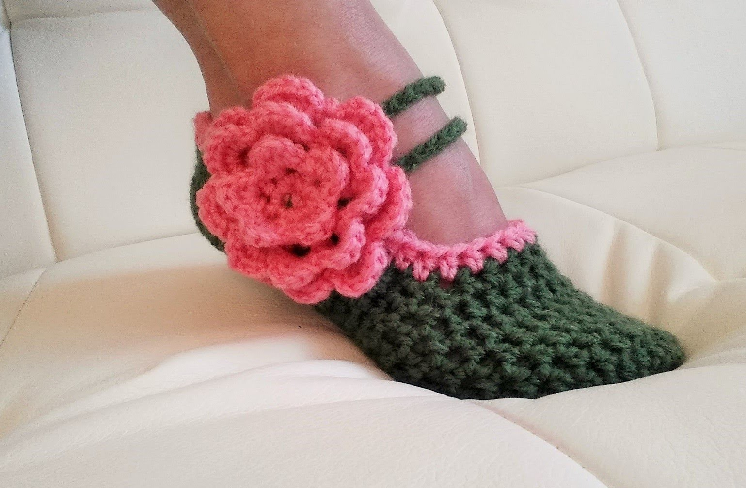Learn To Crochet Glama's Fancy Mary Jane Slippers